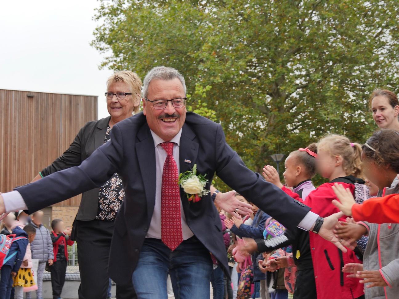 Directeur Jo Budie neemt feestelijk afscheid van het onderwijs